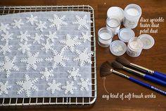 TheChic_making-snowflake-fondant-cutouts