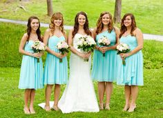 These bridesmaids look gorgeous in Donna Morgan Bridesmaids Rhea and Lindsey dresses in Spearmint! #weddings #donnamorganbridesmaids #spearmint