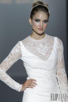 Franc Sarabia 2015 collection - Bridal - http://www.flip-zone.net/fashion/bridal/the-bride/franc-sarabia-4751