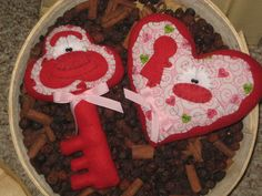 PRIMITIVE HC VALENTINE SET KEY AND HEART DOLL ORNIE SHELF SITTER BOWL FILLER #Country