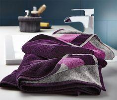 9,95 € Diese flauschig weichen, supersaugfähigen Handtücher haben zwei verschiedenfarbige Seiten, einen Aufhänger und sind mit hochwertig gewebtem Saum gearbeitet.