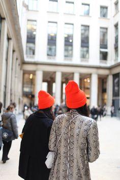 Photographer Kuba Dabrowski takes it to the street, capturing the best fashion week looks. Orange Beanie, Orange Hats, Red Hats, Paris Fashion, Autumn Fashion, Moda Paris, Cool Style, My Style, Style Snaps