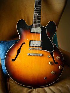 Gibson Electric Guitar, Gibson Guitars, Bass Guitars, Electric Guitars, Guitar Amp, Cool Guitar, Slash Les Paul, Gibson Es 335, Pinup