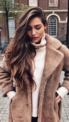 It's the season for cozy! Soft jackets and soft, flowing hair ✨ What's your favorite thing about the fall season? // @elaisaya