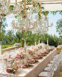 From the flowers to the chandeliers, every detail of this setup is absolutely perfect! Photo by Floral… Chic Wedding, Wedding Events, Event Lighting, Perfect Photo, Chandeliers, Magazine, Table Decorations, Detail, Floral