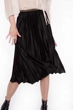 Falda plisada de negra