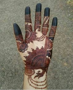 Henna is the most traditional part of weddings throughout India. Let us go through the best henna designs for your hands and feet! Palm Mehndi Design, Full Hand Mehndi Designs, Mehndi Designs 2018, Mehndi Designs For Girls, Mehndi Design Photos, Mehndi Designs For Fingers, Mehndi Designs For Hands, Arabian Mehndi Design, Mehndi Images