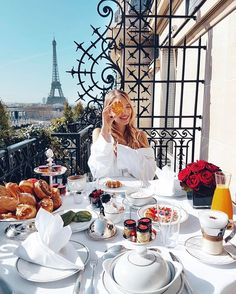 WEBSTA @ ohhcouture - Happiest when starting the day at @plaza_athenee - Especially when it feels like spring and the waffles are warm and crunchy. #Paris #DCMoments #PlazaAthenee #PFW #DorchesterCollection
