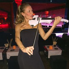 Elsa #electricviolin #music #violin best violin for #party #violinista #housemusic playing super !