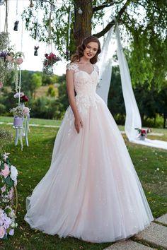 Rochia de mireasa-ANGEL. Colectia THE GARDEN STORY by AMANDA DI VELLI-2020. Amanda, Formal Dresses, Wedding Dresses, Garden, Fashion, Bride Gowns, Wedding Gowns, Moda, Formal Gowns
