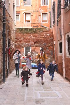 We Took 6 Kids to Venice and Nobody Fell in a Canal.  |  Headed to Venice with your family? Read our report!