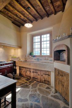 walter galluzzi cucine Concrete Kitchen, Country Kitchen, Rustic Kitchen, Kitchen Decor, Cottage Kitchens, Home Kitchens, Area Gourmet Rustica, Tile Design, Stone Houses