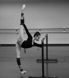 Ballet is so tough Ballet Class, Dance Class, Ballet Dancers, Ballet Barre, Ballet Pictures, Dance Pictures, Photo Yoga, Dance Poses, Ballet Photography