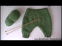This is a tutorial for crocheting a baby pants for babies at the age of 0 to 3 months.Baby Capri Pants - Baby Shorts - Tutorial for trousers with subtitles by BerlinCrochet Knitted Baby Clothes, Knitted Romper, Baby Hats Knitting, Knitting For Kids, Baby Knitting Patterns, Baby Pullover, Baby Cardigan, Baby Vest, Baby Pants
