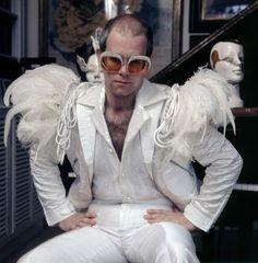 Elton John Outfits elton at home in white bomber jacket with feathers 1974 Elton John Outfits. Here is Elton John Outfits for you. Elton John Halloween Costume, Elton John Costume, Halloween Costumes, Halloween Decorations, Blues Rock, Sherlock, Elton Jon, Captain Fantastic, Burlesque Costumes