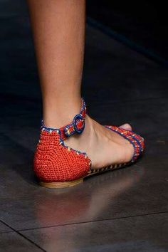 Maybe I can figure out how to remake some of my shoes. Outstanding Crochet: More crochet shoes from D SS 2013 ♪ ♪ . Crochet Sandals, Crochet Baby Booties, Crochet Slippers, Crochet Woman, Love Crochet, Knit Crochet, Beautiful Crochet, Slipper Socks, Boot Cuffs
