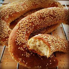 פעם בחודש אנחנו חייבים לסייר בירושלים להריח,לטעום,להתפלל,ולברך את כולם. אם אתם רוצים להרגיש את ירושלים האמיתית, עם המדרגות, המסורת, האבן , ... Pastry Recipes, Bread Recipes, Baking Recipes, Dessert Recipes, Desserts, Pan Bread, Bread Cake, Challah, Recipe Images