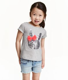 Top in soft, melange jersey with a sequin-and-tulle appliqué at front. Short sleeves with sewn cuffs. H&m Fashion, Kids Fashion, Little Fashionista, Summer Baby, H&m Tops, Diy Clothes, Kids Girls, Toddler Girl, Kids Outfits