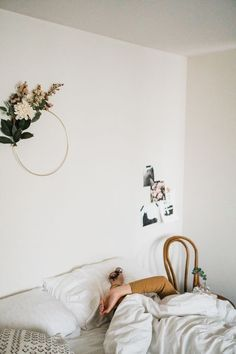 8 Tips for Sleeping Better—Tonight! - Go ahead, take these tips to heart and aim for a bit more shut-eye tonight. Decorating Your Home, Diy Home Decor, Decorating Ideas, Decor Ideas, Wit And Delight, Essential Oils For Sleep, How To Sleep Faster, Sleep Schedule, Minimal Home