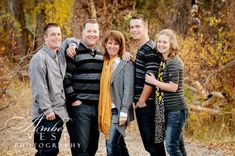 Adult Family Pictures, Adult Family Poses, Large Family Poses, Outdoor Family Photos, Family Christmas Pictures, Family Picture Poses, Family Picture Outfits, Family Photo Sessions, Family Posing