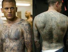 Wentworth Miller as Michael Scofield in Prison Break I miss him as well as his  genius tatoos. People | tattoos picture prison break tattoo