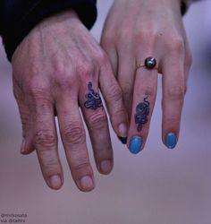 Snake finger tat