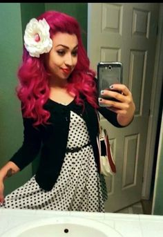 Love her hair! Love her hair! Psychobilly Hair, Greaser Hair, Rockabilly Hair, Vintage Hairstyles, Girl Hairstyles, Wedding Hair And Makeup, Hair Makeup, Blond, Hair Junkie