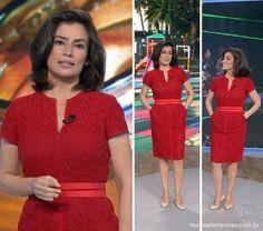O vestido vermelho com bolsos da Renata Vasconcellos no FANTÁSTICO de domingo, 14/09, foi bastante procurado aqui no M&F. O belo modelo com zíper frontal e cinto agradou bastante as telespectadoras. O look...