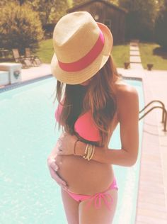 yeah if only i could look like this while pregnant.