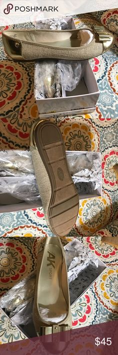 Anne Klein Gold Flats NEW in Box Beautiful Anna Klein gold flats. Brand new in box, never worn. Anne Klein Shoes Flats & Loafers