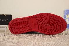 Air Jordan 1 Retro High Bred, 555088-023