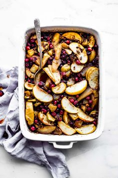 Add toasted walnuts, additional sugar and butter Easy Spiced Hot Fruit Bake is a delicious healthy holiday breakfast recipe! This gluten free hot fruit bake is great side for brunch or a dessert topping! Breakfast Low Carb, Health Breakfast, Breakfast Bake, Breakfast Casserole, Stevia, Healthy Foods To Eat, Healthy Snacks, Healthy Brunch, Nutritious Meals