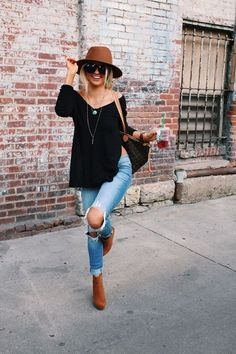 ( link) Street looks Shop the style black booties outfit of the day trendy looks trendy fashion Look Fashion, Trendy Fashion, Fashion Outfits, Womens Fashion, Fashion Trends, Fashion 2017, Latest Fashion, High Fashion, Fashion Ideas