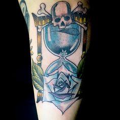 Hourglass tattoo :) from yesterday #tattoo #tattooed #tattoooftheday #tattoolifestyle #tatuaje #sandclocktattoo #hourglasstattoo #hourglass #neotraditional #rose #skull #skullandbones #time #dark #darkness #lonely #lovelife #cheyenne #cheyennehawk #eterna