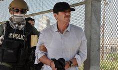 """capo mexicano Héctor """"El Güero"""" Palma es entregado a las autoridades mexicanas en el puente internacional de Puente Nuevo en Brownsville, Estados Unidos."""