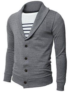 C'est une chemise. Elle est gris et blanc. Elle n'est pas cher. Elle coute 24 dollars.