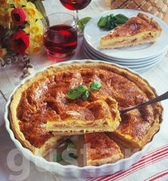 Lajos Mari konyhája - Sonkás sajttorta Hungarian Cuisine, Hungarian Recipes, Apple Cobbler, Apple Pie, My Recipes, Cake Recipes, Quiche, No Cook Meals, Hamburger