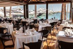 Im Yachthafen Puerto Portals der Gemeinde Calvia, neun Kilometer von der Hauptstadt Palma de Mallorca entfernt, liegt das berühmte Restaurant Flanigan. Mit fantastischem Blick auf die angelegten Boote im türkisen Wasser, lässt es sich hier wunderbar zum Lunch oder Abendessen treffen.