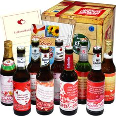 Die Geschenkbox Liebesbier ist ein wundervolles Geschenk für verliebte Männer. Schenke deinem Liebsten dieses tolle Biergeschenk. Ein liebevolles Geschenk, welches originell und witzig ist.