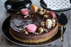 Sjokolade-ostekake med salt bunn Mousse Cake, Dessert Drinks, Cake Batter, Food Cakes, Cheesecakes, Just Desserts, Chocolate Cake, Cake Recipes, Sweet Tooth