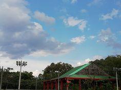 domingo por la tardecita...⚽💚 Cabin, House Styles, Home Decor, Sky, Domingo, Colors, Decoration Home, Room Decor, Cabins