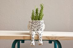 Image of Maceta de cerámica - Sentado EY! - Tamaño S // Ceramic pot –Ey! Sitting – Size S