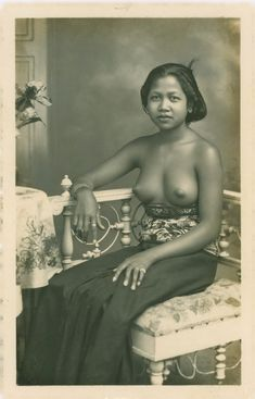 Balinese women, studio photo