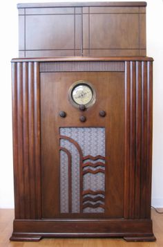 1930s American Art Deco Radio/Bar.This looks a lot like Grandpas radio that always sat by his chair until he and Grandma bought a TV then in the upstairs bedroom.I still have it in the attic.