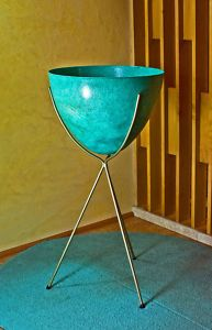 KIMBALL MIDCENTURY MOD EAMES ERA 1950's BULLET PLANTER   .... The exact same thing is at Artvark in Baton Rouge right now.