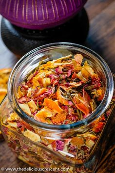 Homemade tea blend with citrus, berries, apples, roses and white tea is an invigorating infusion of sweet fruity flavors and the lively taste of antioxidant rich white tea. Tea Recipes, Cooking Recipes, Homemade Tea, Dehydrator Recipes, Dehydrated Food, Tea Blends, Hygiene, Drinking Tea, Brunch
