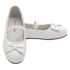 A classic, dressy slip-on flat Mary Jane shoe in white with pretty scalloped-edged bow that your little girl will love. This shoe can be worn for any casual or dressy occasion! It's cute, comfortable and very stylish. The flat sole and low heel make it ea Toddler Girl Shoes, Girls Shoes, Toddler Girls, Little Girl Fashion, Baby Bodysuit, Low Heels, Plus Size Outfits, Mary Janes, Little Girls
