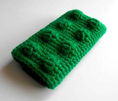 Get this free crochet pattern for a building block iPhone case at Crochet Cauldron. Designed for iPhone4 and 4S. Lego fans, protect your smartphones!