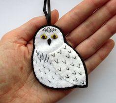 Snowy Owl, felt bird ornament. £12.00, via Etsy.