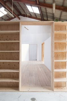 Image 4 of 9 from gallery of Warehouse Renovation / Yabashi architects & associates. Photograph by Tohru Yabashi Arch Interior, Interior Design, Warehouse Renovation, Warehouse Design, Shelving Design, Container Architecture, Open Office, Industrial Farmhouse, Commercial Design